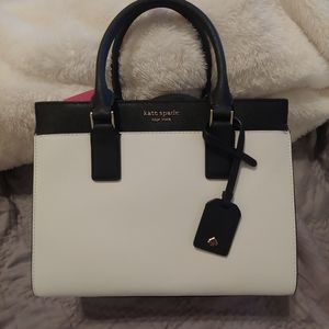 NWT Kate Spade purse. Medium satchel.
